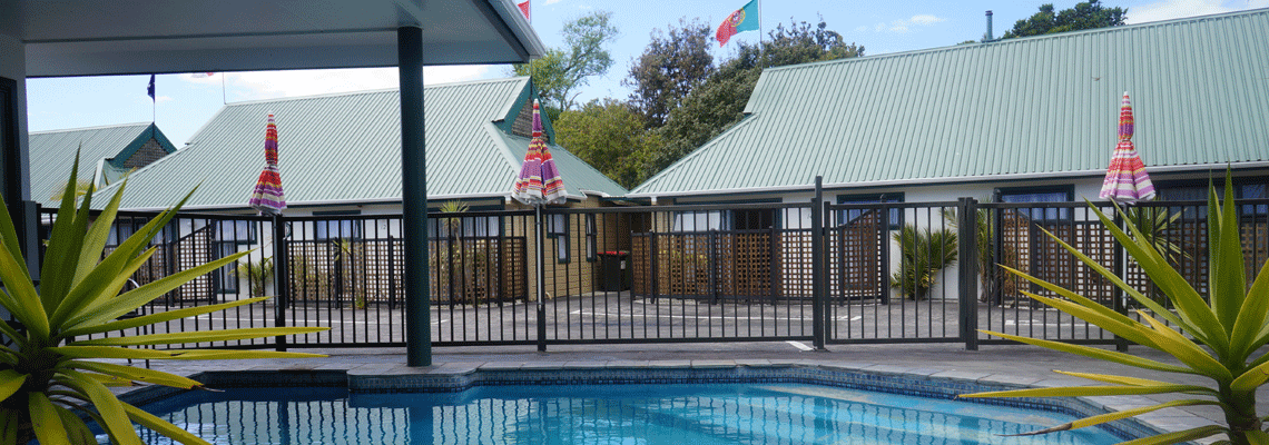 motel-swimming-pool